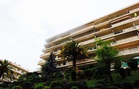 Cheap 1 bedroom apartments for sale in Nice. 2 rooms with terrace, last floor, residence with caretaker in Cimiez