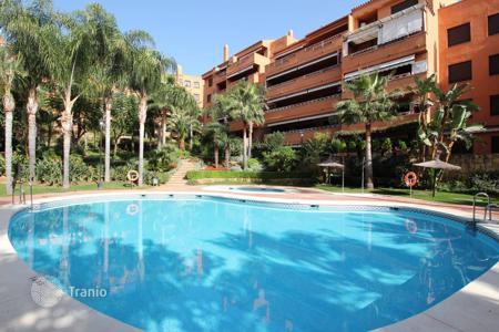 Coastal residential for sale in Marbella. Nice apartment located in a gated and guarded complex