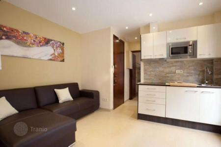 Cheap 2 bedroom apartments for sale in Barcelona. Two-bedroom flat with balcony 8 minutes from the beach