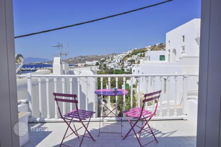 3 bedroom villas and houses to rent in Greece. Traditional mikonian style villa with sea view and furniture, in Chora, Mykonos, Greece