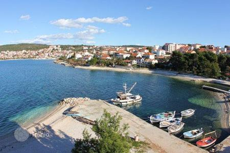 Coastal apartments for sale in Žedno. Apartment APARTMENT IN OKRUG GORNJI — FIRST ROW TO THE SEA!