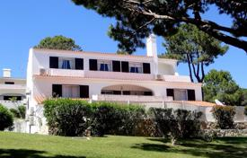 Apartments for sale in Portugal. 3 Bedroom Penthouse Apartment in Prestigious Vale do Lobo Golf Resort, Central Algarve