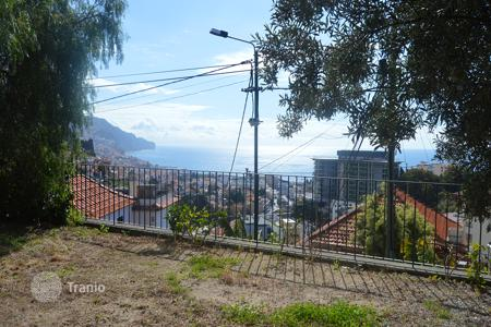 3 bedroom apartments for sale in Portugal. Three bedroom modern detached house in São Pedro Funchal