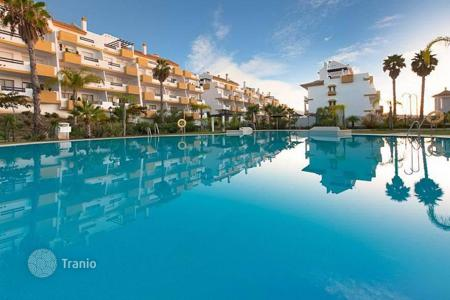 Apartments with pools from developers for sale in Southern Spain. Exclusive apartments and penthouses of 1 and 2 bedrooms in first line of the field of 18-hole golf course in La Cala de Míjas