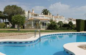 2 bedroom apartments for sale in Spain. Apartment with a private garden in a residential complex with a swimming pool in Torrevieja