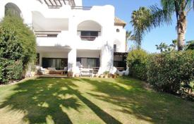 4 bedroom apartments for sale in Andalusia. Spacious ground floor apartment in El Polo de Sotogrande, next to the Santa María Polo Club