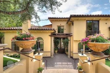 Houses with pools for sale in North America. Premium class villa with fireplace and pool in gated community, Los Angele, USA