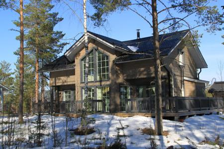 Property for sale in Central Finland. Two-storey cottage with a spacious terrace and a sauna, surrounded by a picturesque natural landscape, Jämsä, Finland