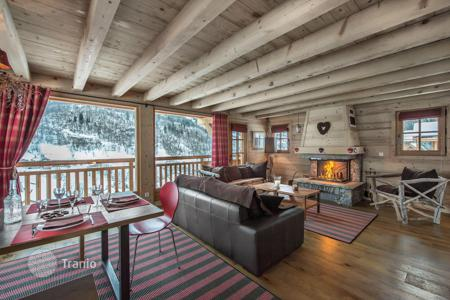 5 bedroom villas and houses to rent overseas. New chalet for 10 people, with balconies, terraces and an outdoor jacuzzi, Meribel, France