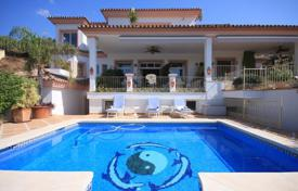 Spacious villa with a private garden, a pool, terraces, a garage and mountain views, Mijas, Spain for 980,000 €