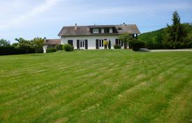 4 bedroom houses for sale in Occitanie. Spacious villa with a fireplace and a picturesque garden, 20 minutes drive from Tarbes, Hautes-Pyrénées, France