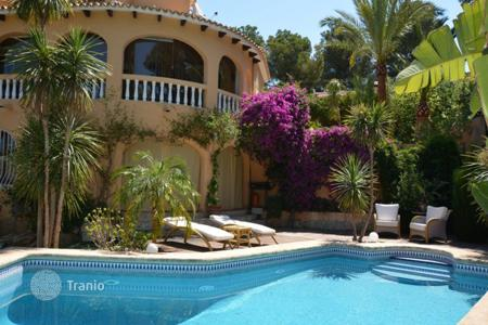 Houses for sale in Valencia. Villa in Denia, Spain. House with garden and swimming pool, just 10 minutes from the beach