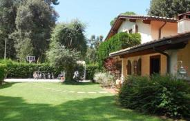 Coastal houses for sale in Marina di Pietrasanta. Villa – Marina di Pietrasanta, Tuscany, Italy