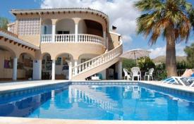 4 bedroom houses for sale in El Campello. 4 bedroom classic villa with sea views, private pool and full privacy located in El Campello