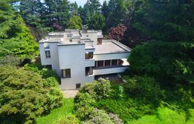 6 bedroom houses for sale in Piedmont. Villa with park