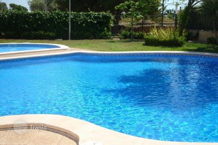 Villas and houses for rent with swimming pools in Catalonia. Beautiful villa in the Xalets de Salou complex with views of Port Avenventura & minutes to the Lumine golf club