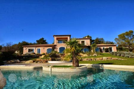 Luxury houses with pools for sale in Mougins. Villa – Mougins, Côte d'Azur (French Riviera), France