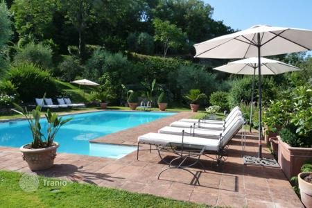 Villas and houses for rent with swimming pools in Florence. Villa – Florence, Tuscany, Italy