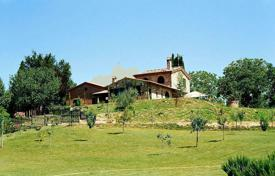 Property for sale in Sinalunga. Tipical Tuscan house