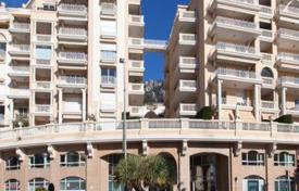Residential for sale in Monaco. Three-bedroom apartment with a view on the sea and beaches of Larvotto and Cap Martin
