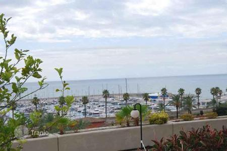 Apartments with pools for sale in Sant Andreu de Llavaneres. Apartment with stunning views of the beach in San Andrés de Llavaneres, Spain