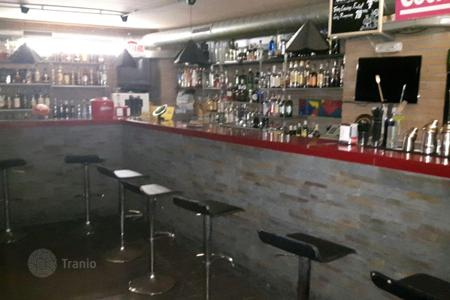 Commercial property to rent in Spain. For sale musical bar with license in Badalona. Totally renovated, with soundproofing. With possibility Rent to Own