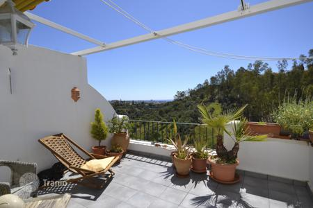 Cheap 2 bedroom apartments for sale in Benahavis. Apartment for sale in Puerto del Almendro, Benahavis