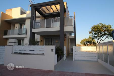 Cheap townhouses for sale in Guardamar del Segura. Terraced house – Guardamar del Segura, Valencia, Spain