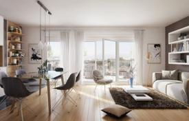 New homes for sale in Ile-de-France. Modern apartment with a terrace, in a new residence with a facade made of natural stone, Nanterre, France