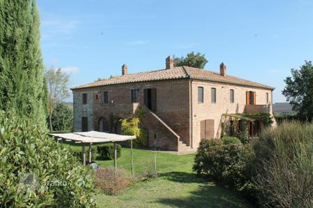 Houses for sale in Umbria. Farm in Castiglione del Lago, Perugia, Italy