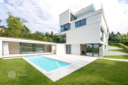 Apartments with pools for sale in Vienna. Comfortable apartment in the building, designed by the famous firm Architekten Baar-Baarenfels, in the 19th district of Vienna