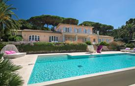 Luxury 4 bedroom houses for sale in Saint-Tropez. Saint-Tropez — Nice contemporary villa