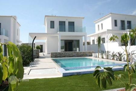 4 bedroom houses for sale in Pentakomo. Four Bedroom Detached House with Sea View + Annexe