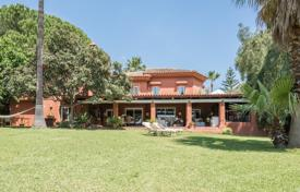Villa with impressive plot and a swimming pool, Golden Mile, Marbella, Spain for 2,500,000 €