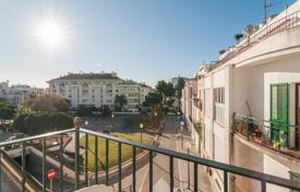 4 bedroom apartments by the sea for sale overseas. Apartments in the center of Sitges, Spain
