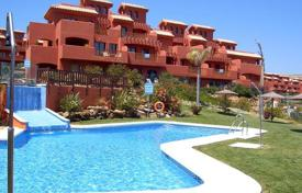 Cheap 3 bedroom apartments for sale in Andalusia. High rental potential! New duplex penthouse at 600 meters from the sea, near the golf course in Estepona!
