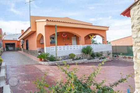 Cheap 4 bedroom houses for sale in Spain. Villa – Montroi, Valencia, Spain