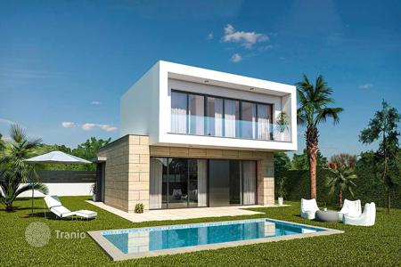 Coastal houses for sale in Mar Menor. Design villas in front line by Roda Golf