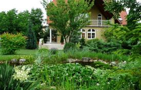 Property for sale in District III (Óbuda-Békásmegyer). Spacious cottage with four terraces and a spacious garden, District III, Budapest, Hungary