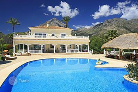 Luxury houses with pools for sale in Altea. Villa - Altea, Valencia, Spain