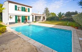Residential for sale in Villeneuve-Loubet. Villa – Villeneuve-Loubet, Côte d'Azur (French Riviera), France