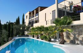 Luxury houses with pools for sale in Province of Imperia. Luxury villa with pool in Imperia, Italy