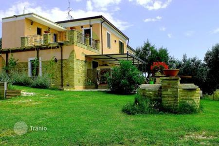 Houses for sale in Abruzzo. Villa with large plot and panoramic view of the hills in Ripa Teatino, 5 minutes drive from the sea, in Abruzzo, Italy