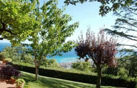 Beautiful villa of 400 m² with garden for sale in Liguria, near Savona, in panoramic position with beautiful views of the sea and marina for 1,580,000 €