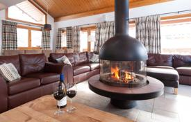 Houses for sale in Auvergne-Rhône-Alpes. Spacious chalet near the resort center