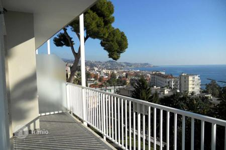 2 bedroom apartments by the sea for sale in Italy. Apartment with terrace close to the sea in a prestigious area of San Remo, Corso Imperatrice