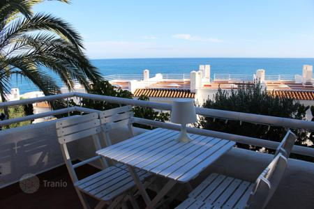 2 bedroom houses for sale in Barcelona. House with sea views and Ibiza style decor