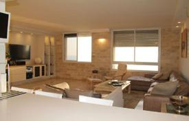 5 bedroom apartments by the sea for sale in Israel. Penthouse – Netanya, Center District, Israel