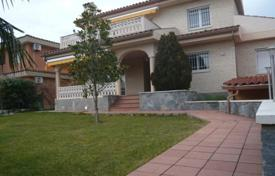 4 bedroom houses by the sea for sale in Catalonia. Villa on the first line from the sea, Cambrils, Spain