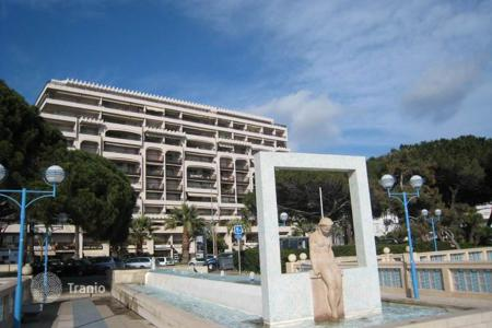 2 bedroom apartments for sale in Côte d'Azur (French Riviera). JUAN LES PINS — CENTER BAY